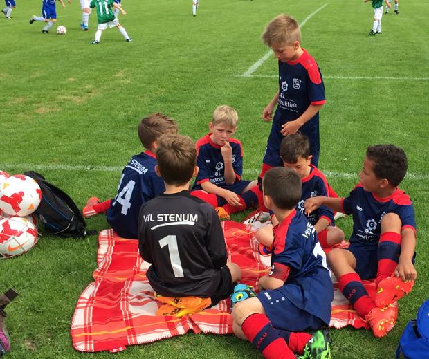 Auch wenn andere Teams das Spielgeschehen auf dem Platz bestimmten, ging es im Stenum Lager stets kurzweilig zu.