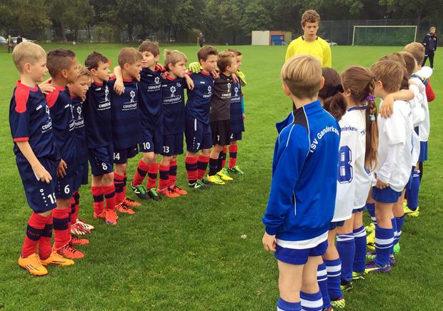 Freuen sich auf das Spiel: die jeweils 4 E-Jugend vom VfL Stenum und TSV Ganderkesee.