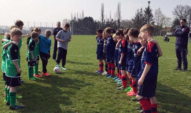 Nach drei Wochen ohne Fußball war die Vorfreude auf das Spiel aber auch die Anspannung bei den Jungs zum Start in die neue Spielzeit besonders groß.