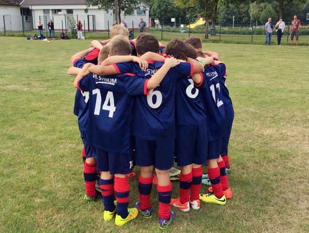Die Freude auf das Spiel und die neue Punktrunde war den Jungs schon vor dem Spiel anzumerken, was sie dann auch nach dem Anpfiff von Beginn an zeigten.
