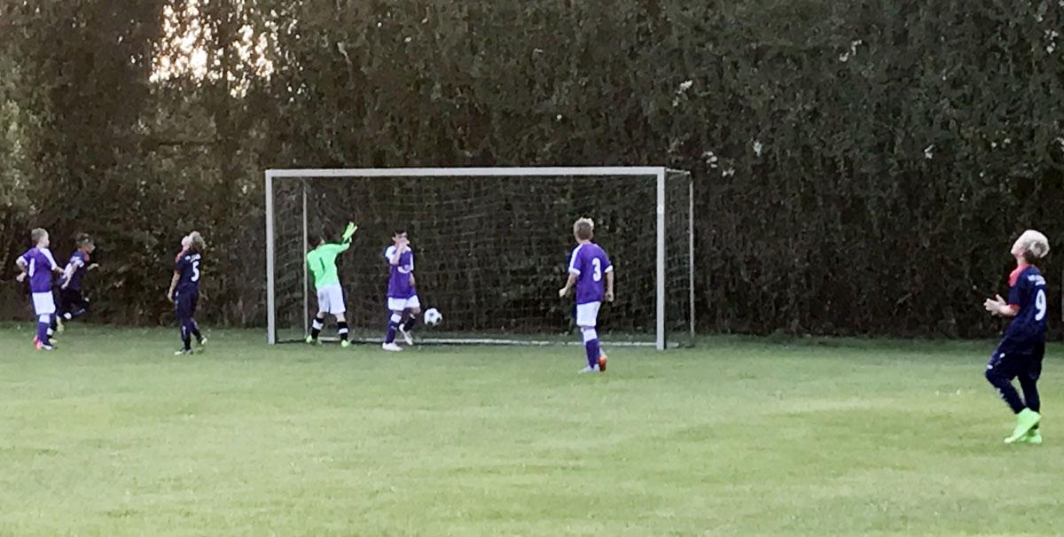 So kamen wir am Ende leider zu keinem weiteren Treffer, auch wenn es hier anders aussieht. Der Ball landete aber leider hinter dem Delmenhorster Gehäuse.