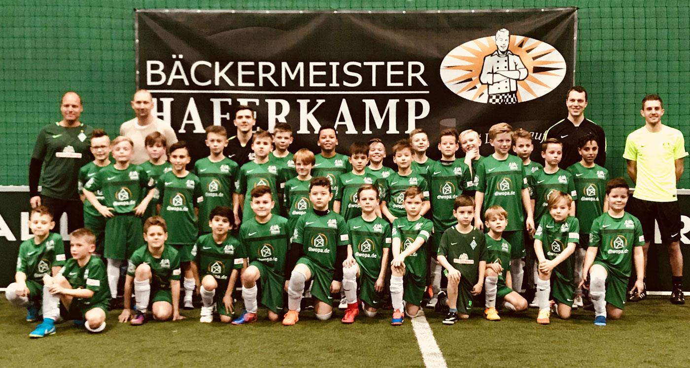 Insgesamt 30 - nein, 31 - Kinder aus Stenum und Heidkrug kamen in den Genuss des Werder HeimspielCAMPs und freuten sich über einen fantastischen Tag.