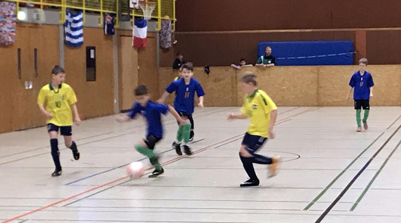 Neun rassige Minuten lieferten mit dem VfL Oldenburg, hatten dabei einige Gelegenheiten zur Führung, mussten aber immer wieder auch auf die quirligen Angreifer aufpassen.