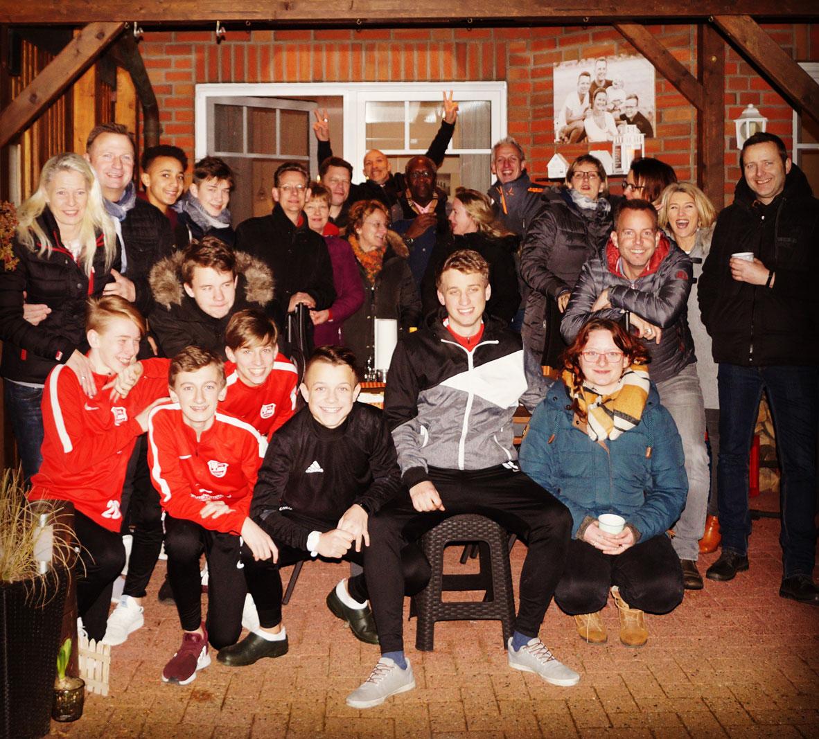 Am Samstag, den 10.02.2018 hat sich die 1: C-Jugend des Vfl Stenum bei der niedersächsischen Landesmeisterschaft wacker geschlagen und ist am Ende mit einem starken 4. Platz nach Hause gefahren, was am Abend spontan gefeiert wurde.