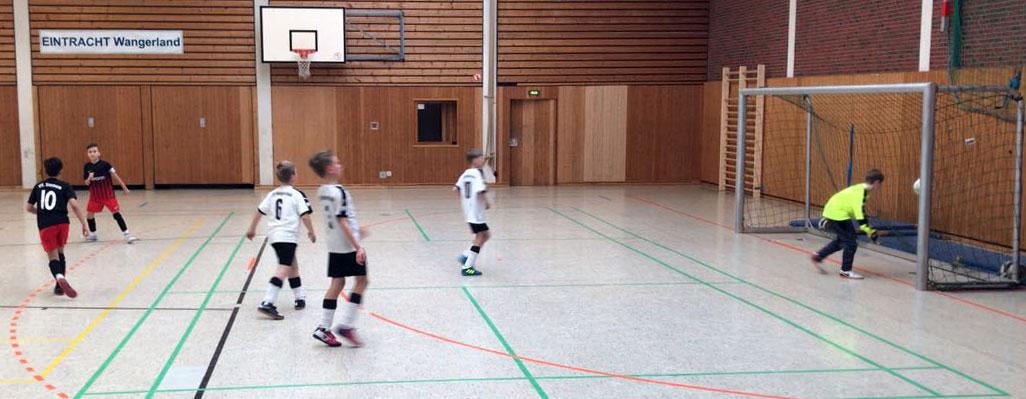 Nach vier Minuten zappelt der Ball zum zweiten Mal im Netz. 2:0 für den VfL: Torschütze ist erneut Tuna.