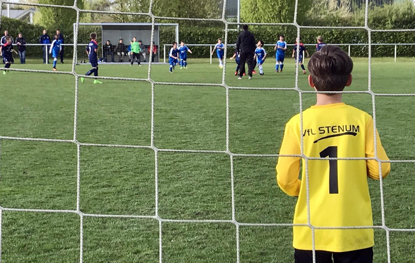 Konstantin hütete heute aushilfsweise unser Tor und sah überwiegend mit an, wie sich das Spielgeschehen in der gegnerischen Hälfte abspielte.