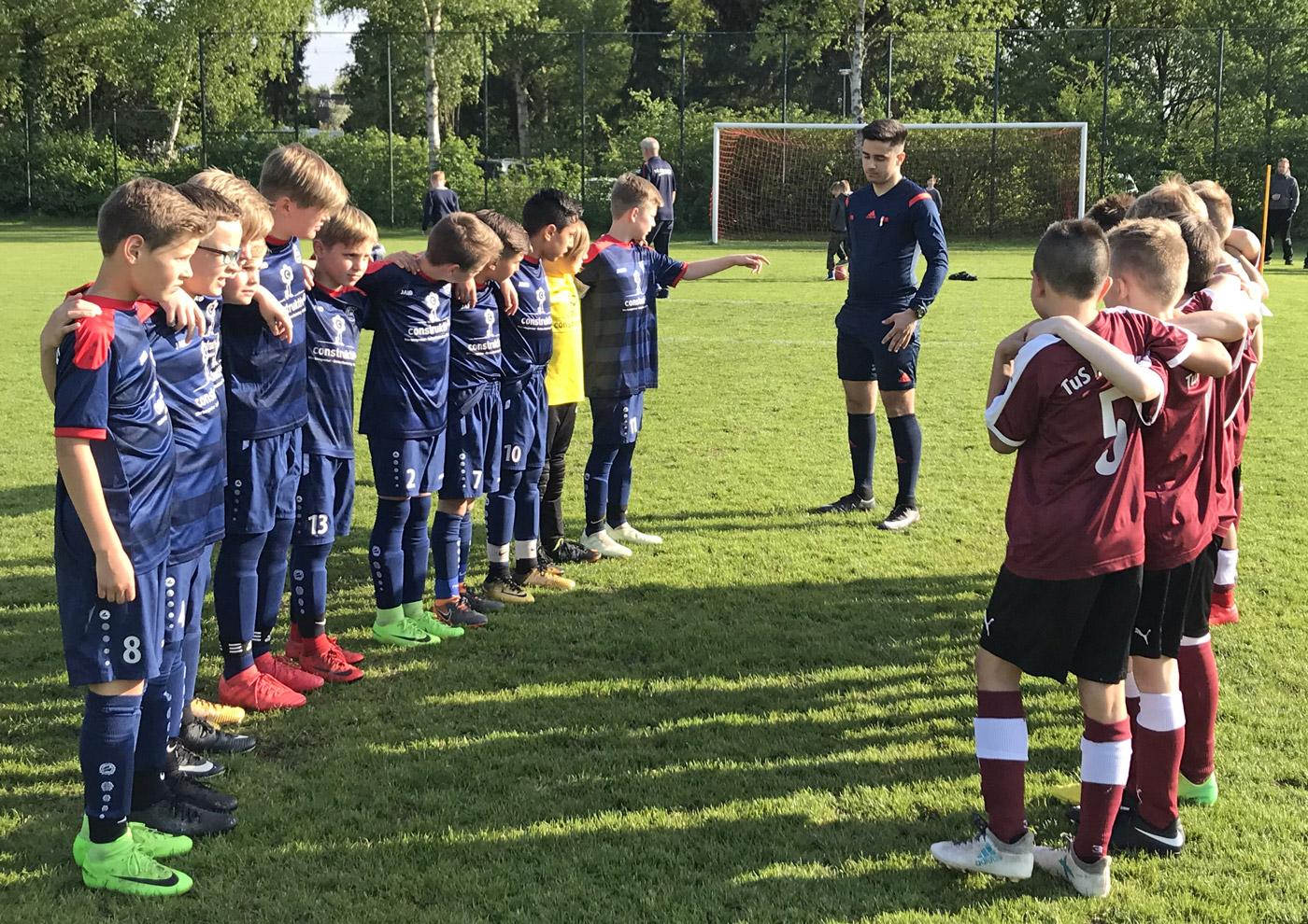Bei bestem Fußballwetter freuten sich am Dienstagabend beide Teams auf ein weiteres Aufeinandertreffen in dieser Spielzeit.