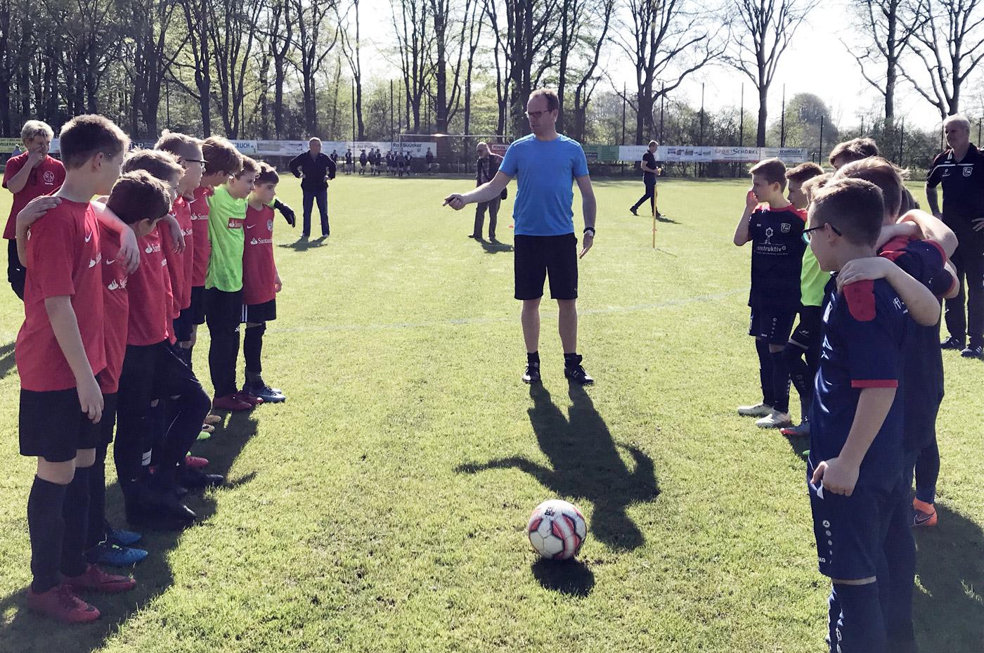 Bei bestem Fußballwetter freuten sich die beiden gegenseitig bestens bekannten Teams aus Tungeln und Stenum auf das richtungsweisende Topspiel schon in dieser Frühphase der Saison.