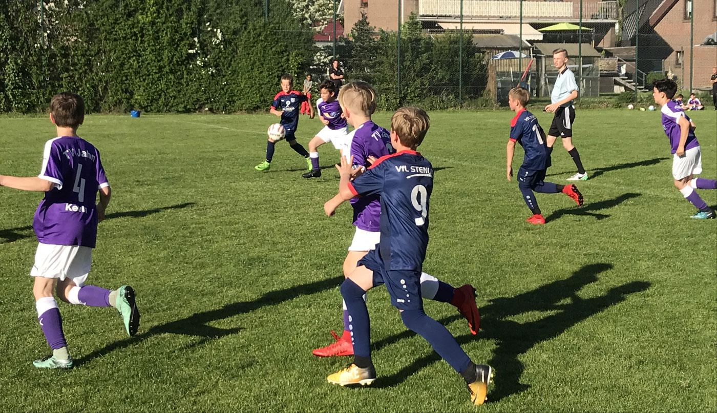 Bei bestem Fußballwetter sahen die Zuschauer wieder ein umkämpftes Derby, bei dem wir im ersten Durchgang die Vorteile auf unserer Seite hatten.