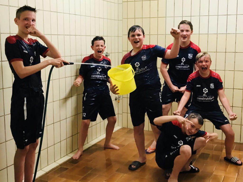 Jungs duschen duschen jungs